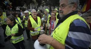 varios-jubilados-marea-pensionista-una-manifestacion-defensa-las-pensiones-los-servicios-publicos-barcelona-octubre-del-2015-1470413372731-1024x619